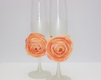 Pale pink wedding glasses Flowers wedding flutes pale pink roses Mr and Mrs glasses Personalized Toasting glasses with persian buttercup