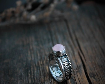 Floral silver ring with rose quartz