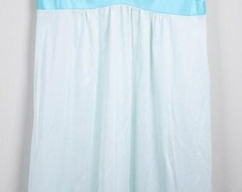 Vintage Ladies Mint Green / Aqua Nightgown
