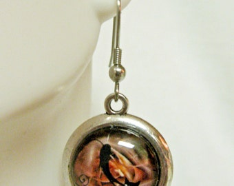 Stretching kitty in rose and brown cat earrings - CAP07-035
