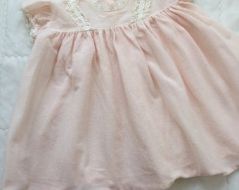 Soft pink vintage baby/toddler girl's dress with capped sleeves and lace detailing. Approx size 1.