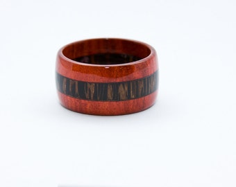 Handcrafted wood ring in solid wood, Readheart - and coconut palm wood ring