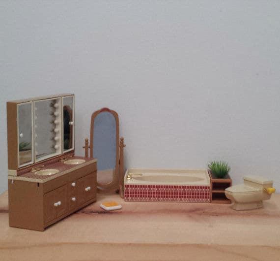 Tomy Smaller Home Dollhouse Bathroom Furniture Sink Toilet