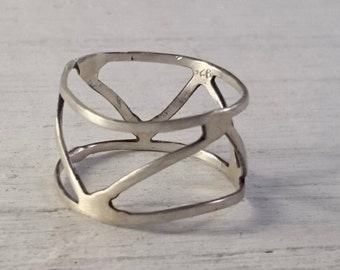 Sterling silver cage style ring made from sterling silver wire for women and men.
