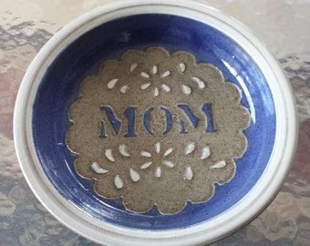 "Vintage Pottery Pie Plate Bakeware Ceramic Pie Pan ""Mom"" 1960s DG497"