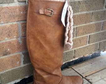 Ribbed boot cuffs with a coconut button, Neutral boot cuffs, Wheat boot cuffs, Crochet boot toppers
