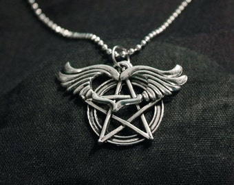 Necklace chain-ball with pentacles and winged heart in silver metal pendants