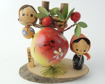 Vintage kokeshi doll Ref A, Apples