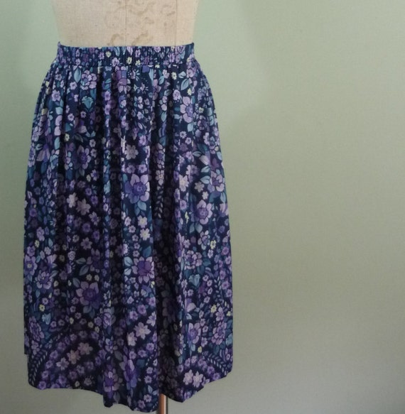 Early 1980s Skater Skirt / Deep Blue and Lavender Floral / Vintage Blues / Knee Length / Pleated / Modern Size Large L to Extra Large XL