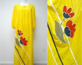 Appel . 70s 3/4 sleeve . floral applique . maxi dress . size small . Union made / made in USA
