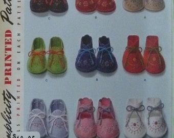 UNCUT Simplicity Pattern 2867 Reproduction of a Vintage 1948 Pattern Baby Booties Pattern