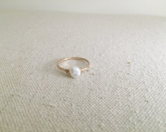 Dainty Hammered Gold Pearl Ring // 14k Gold Filled Ring