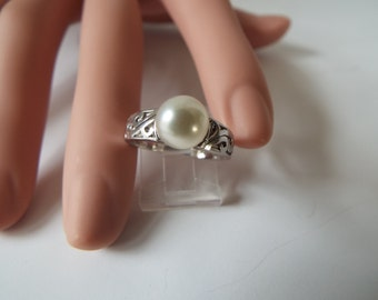 vintage sterling silver filigree  solitaire  cultured white  7mm pearl  ring size 5.5