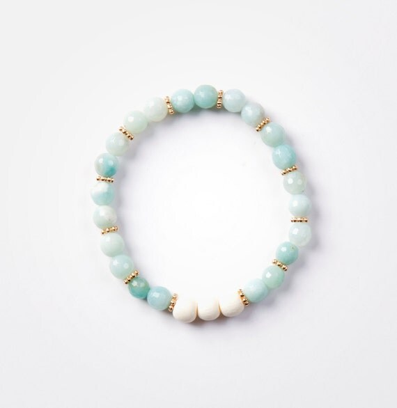 Bracelet amazonite on elastic thread handmade in Montreal