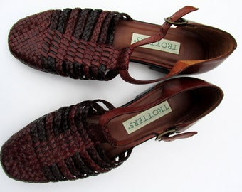 Size 6 1/2 | Vintage Trotters Brown Leather Buckle Sandals Woven Leather Sandals Vintage Sandals Louise T Strap Sandals