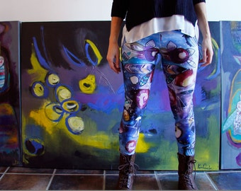 Women leggings, printed illustration of night sky, constellations, feathers and owls.