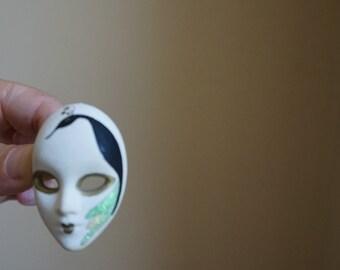 Theatre mask pin brooch