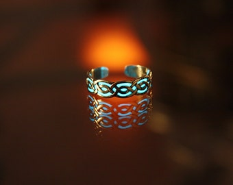 CELTIC toe ring GLOW in the DARK - 01