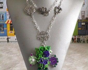 """Collier pendentif """"série de croix fleuries"""""""