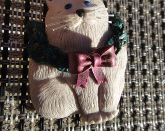 Vintage Christmas Cat Kitty wearing a Christmas Wreath around her neck Vintage brooch pin