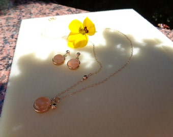 Gold chain, 585 gold filled with wonderful Moonstone, simple elegance!