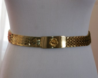 Gold Tone 70's/80's Fish Scale Shiny Metallic Belt with Matching Floral Buckle Size Small BT-336
