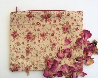 Makeup bag made of recycled materials