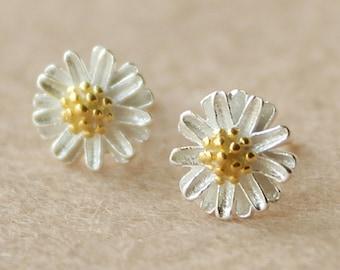 Sterling silver earrings,Daisy earrings,Daisy stud earrings, Minimalist jewelry