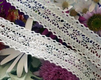 White cotton lace, Wh133, tattered design. 2.7cm wide.