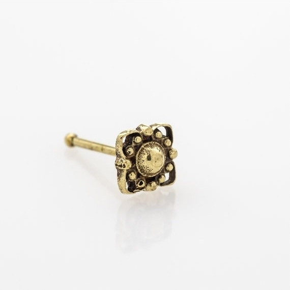 Tiny flower nose stud. nose ring. nose jewelry. nose stud gold. nose stud. nose ring stud. flower nose stud. nose piercing. i