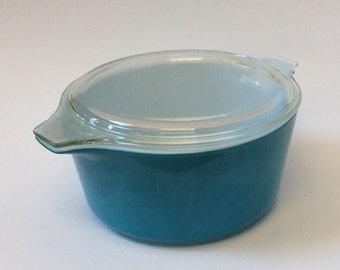 Pyrex Horizon Blue Solid Turquoise Blue Round Casserole Dish 474 - 1 1/2 Quart
