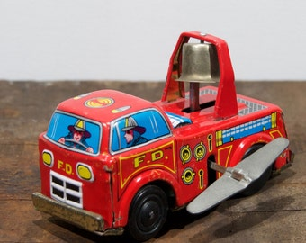 Unique windable tin firetruck, made in Japan