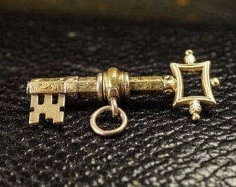 Antique Victorian Chased Key Pendant in 9ct Gold, c1860