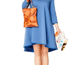 Trapezoid dress with longer back in blue