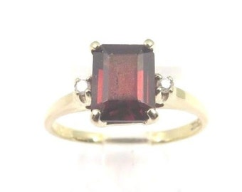 10k Yellow Gold Women's Garnet January Birthstone Ring With Diamonds