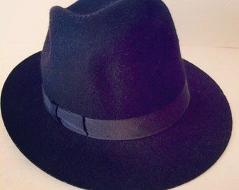Vintage Black Wool Wide Brim Hat. Wool hat has Lace Ribbon around.