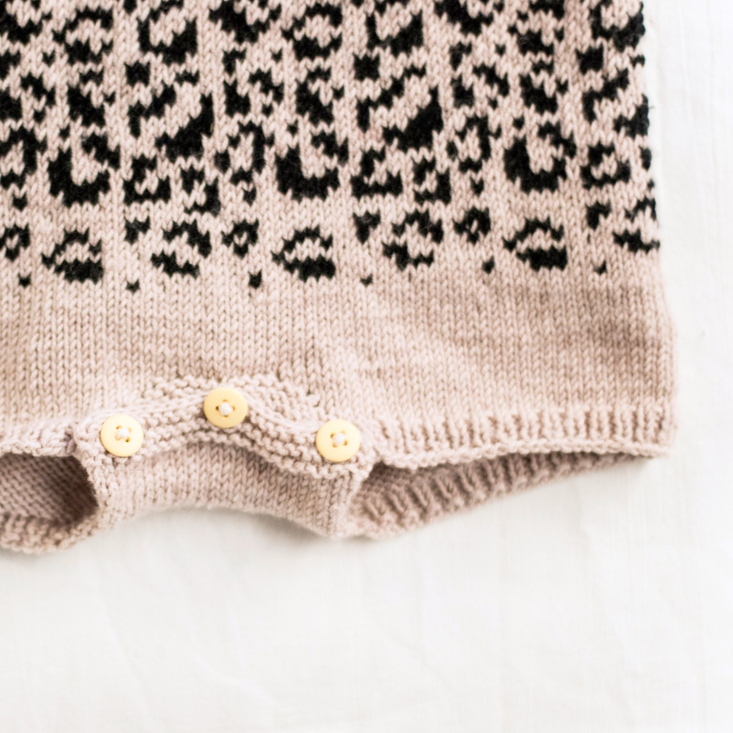 Leopard Knitting Pattern : The Mini Leopard - Knitting pattern - EN