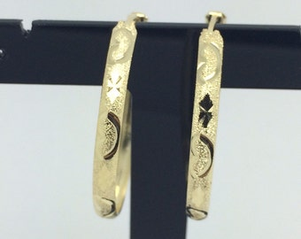 14K Yellow Hold Diamond Cut Pattern Hoop Earrings