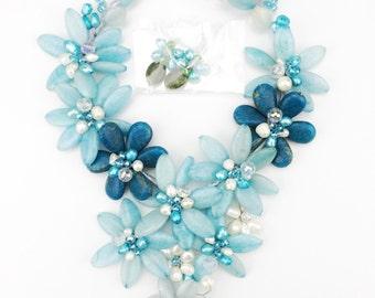 Light blue stone flower necklace