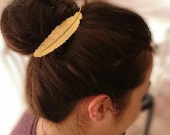 Gold feather hair pin, beautiful and romantic.