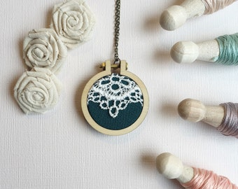 MINI EMBROIDERY HOOP - Necklace