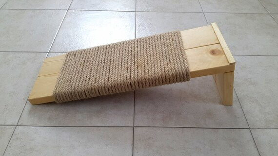 How to make a cat scratching post with rope