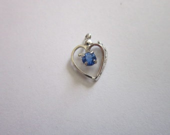 Vintage White Gold & Blue Sapphire Necklace Pendant
