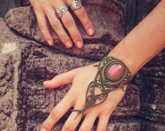 Macrame bracalet with ring ~ magic gloves