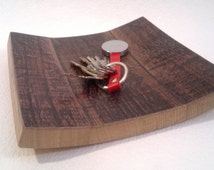Tray in oak wine barrels for aging, recovering from small tray, glove, decorative plate, entrance