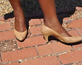 Vintage 1980s Amano Leather Pumps Tan with a Circular Patter