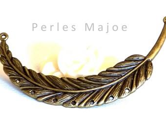 Connecteur / pendentif forme grande plume décorée couleur bronze 98 x 18 mm