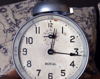 1908 Royal peg leg mechanical clock running