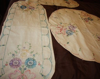 Flowers and Bows Table Runners