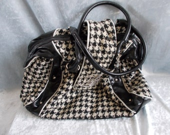 Vintage black and white shoulder bag made of wool and leatherette.